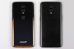 Das OnePlus 6T McLaren (links) neben dem OnePlus 6T in Midnight Black.